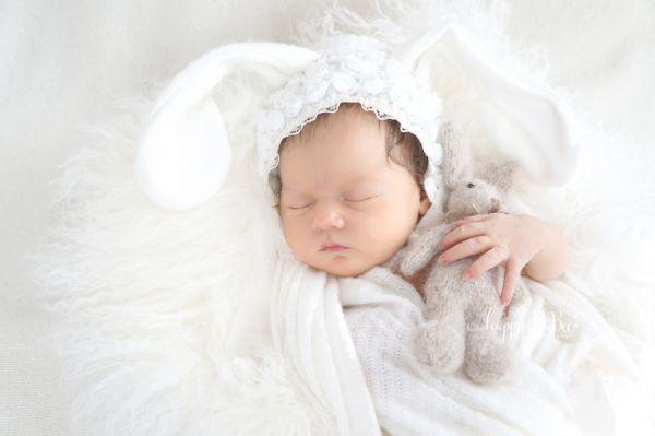 Newborn Haube Osterhase mit 3-D Spitzenstickerei
