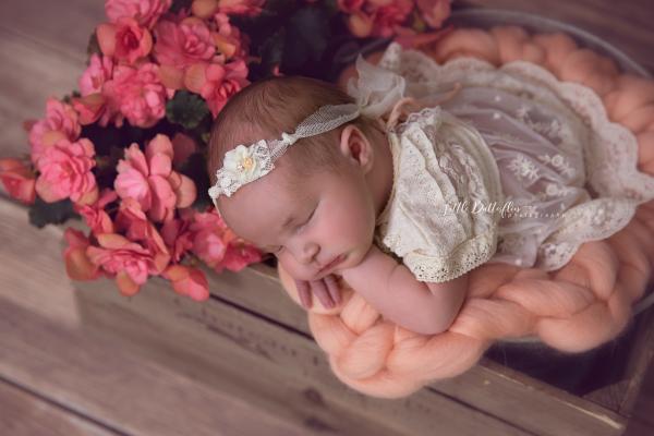 Vintage Baby Kleid aus Spitze, Hose und Haarband