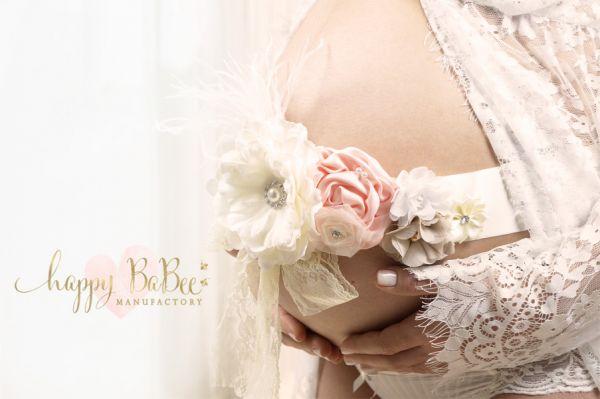 Schärpe aus Satinblumen für Schwangerschaftsfotografie