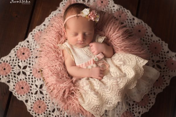 Babykleid aus Spitze in vintage Optik & Haarband