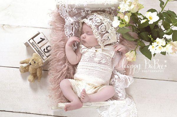 Spitzenbody für Taufe und Babyfotografie