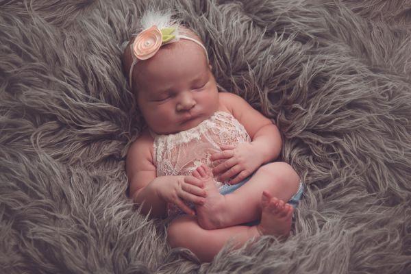 Newborn Latzhöschen, Haarband oder Haube in Fb. Türkis