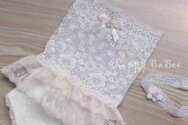 Newborn Kleid mit Rüsche aus Spitze, Höschen und Haarband