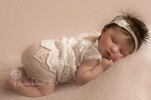 Newbornkleid aus Spitze für Fotoshooting oder Taufe